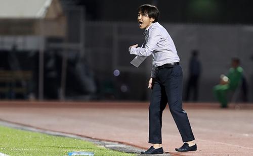 HLV Miura đang chịu nhiều áp lực khi TP HCM liên tiếp thua trận ở V-League. Ảnh: Đức Đồng.