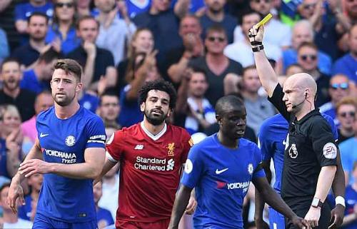 Tiền đạo Liverpool nhận thẻ vàng vì lỗi ngã vờ. Ảnh:AFP.