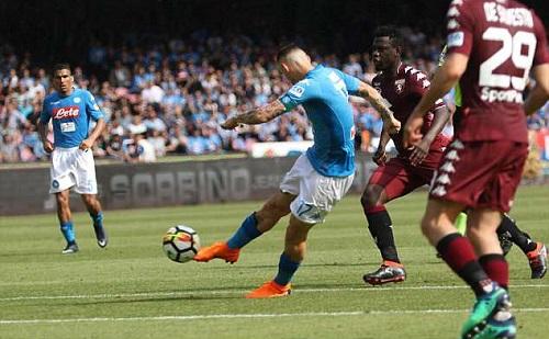 Hamsik ghi bàn thứ 100 ở Serie A, nhưng không giúp Napoli thắng trận. Ảnh: EPA.