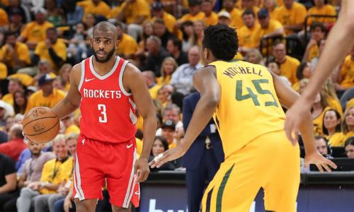 Jazz (áo vàng) chơi quyết liệt, nhưng không đủ sự mềm mại và chính xác trong tấn công để vượt qua Chris Paul (áo đỏ) và các đồng đội. Ảnh: FOX Sports.