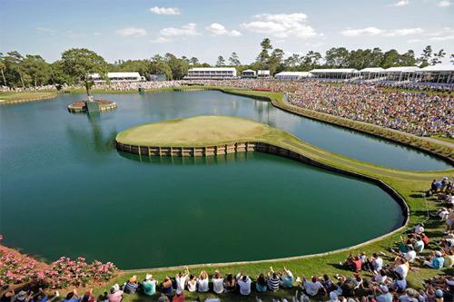 Hố số 17 ở TPC Sawgrass trở thành biểu tượng của PGA Tour suốt gần bốn thập kỷ qua. Ảnh: Florida Golf.