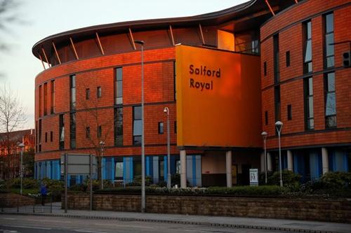 Bệnh viện Hoàng gia Salford nơi Alex Ferguson phẫu thuật. Ảnh: PA.
