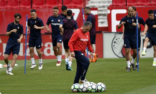 Caparros mới trở lại thay Vincenzo Montella, người bị Sevilla sa thải do thất bại ở tứ kết Champions League và chung kết Cup Nhà vua. Ảnh: Marca