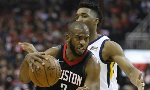 Chris Paul (số 3) xóa dớp buồn tại play-off khi cùng Rockets vào chung kết miền. Ảnh: Houston.