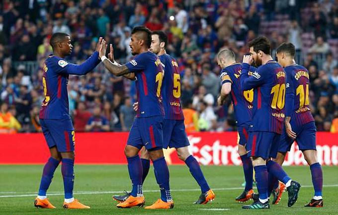 Villarreal tặng tàu ngầm vàng cho Iniesta