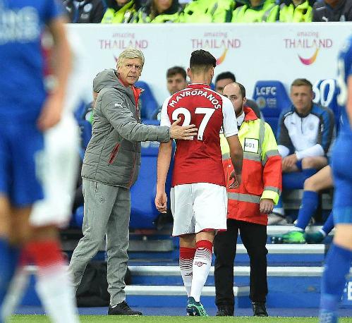 Quyết định sử dụng cầu thủ trẻ Mavropanos của Wenger đã phản tác dụng. Ảnh:DM.
