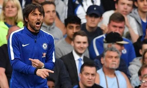 Conte thừa nhận Chelsea khó vào top bốn sau trận hòa Huddersfield. Ảnh: AFP.