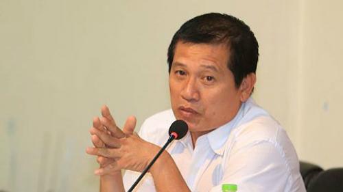 Ông Dương Văn Hiền, phó Ban trọng tài VFF, nắm nhiệm vụ phân công trọng tài.