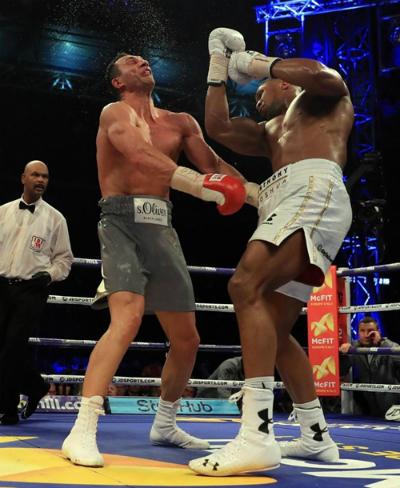 Joshua hạ knock-outKlitschko hồi tháng 4/2017. Ảnh: AFP.