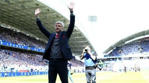 HLV người Pháp nhận được tình cảm đặc biệt từ người hâm mộ, sau những gì ông mang lại cho Arsenal cũng như bóng đá Anh.