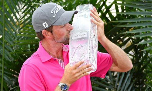 Webb Simpson đoạt danh hiệu PGA Tour lần đầu tiên kể từ tháng 10/2013. Anh là người thứ 24 trong lịch sử vô địch cả The Players và major. Ảnh: Reuters.