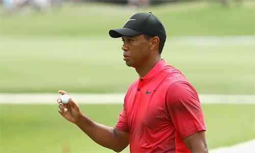 Tiger Woods có lúc vươn lên đồng thứ hai với điểm -14 ở vòng cuối, nhưng mắc sai lầm ở hòn đảo xanh -hố số 17. Ảnh: Golfweek.