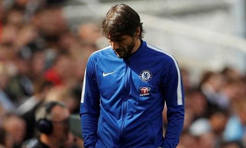 Conte bất lực khi học trò thiếu nhuệ khí. Ảnh: Reuters.