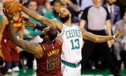 LeBron James 'tàng hình', Cavaliers thua đậm Celtics