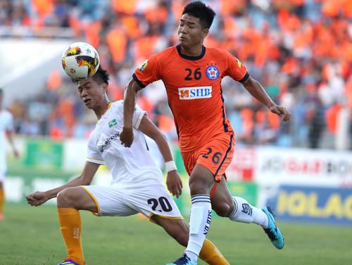 Phan Văn Đức và Hà Đức Chinh là đồng đội ở U23 Việt Nam nhưng là dối thủ của nhau ở Cup Quốc gia. Ảnh: Quang Minh