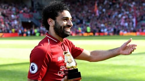 Salah nhận giải Chiếc giày vàng Ngoại hạng Anh mùa 2017-2018. Ảnh: PA.