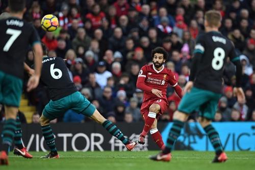 Các tình huống dứt điểm của Salah thường có độ khó cao. Ảnh: PA.