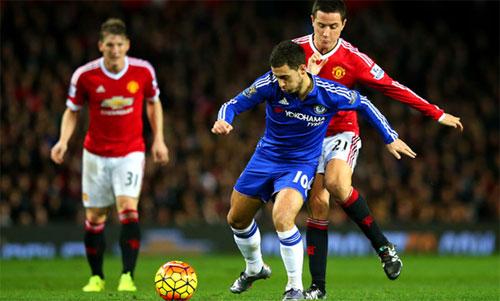 Herrera (áo đỏ, phải) từng có không ít lần đối đầu với Hazard. Ảnh: Reuters