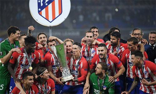Torres giành danh hiệu đầu tiên với Atletico ngay trước thời điểm chia tay. Ảnh: Reuters