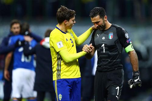 Ngoài chức vô địch Serie A cùng Juventus, giai đoạn cuối sự nghiệp của Buffon trải qua nhiều nỗi đau. Ảnh: AP.