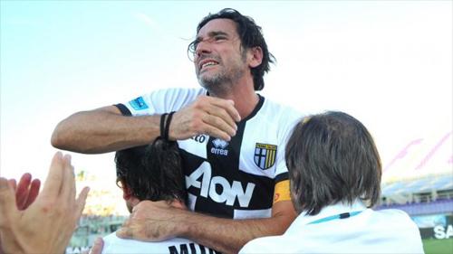 Lucarelli đã chấp nhận ở lại và cùng Parma trải qua mọi nỗi thống khổ.