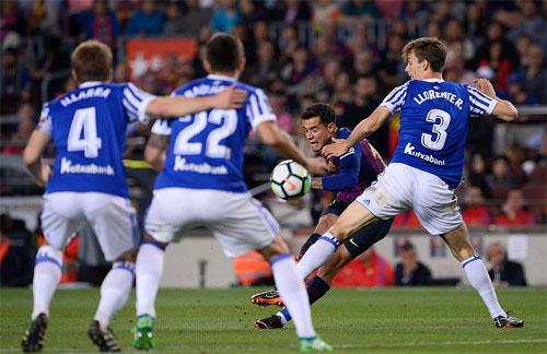 Coutinho thực hiện cú cứa lòng sở trường đem lại chiến thắng cho Barca.