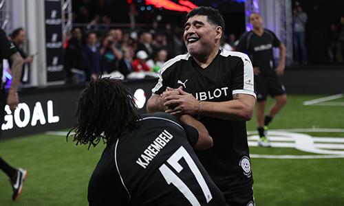 Maradona vừa dự sự kiện Match of Friendship, sự kiện tại Thuỵ Sỹ hôm 21/3quy tụ hàng loạt danh thủ bóng đá giai đoạn 1990, 2000. Ảnh: Đức Đồng.