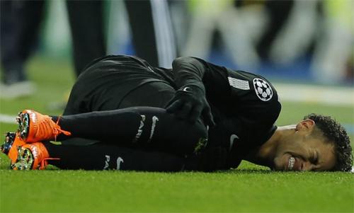Neymar phải tạm xa bóng đá từ cuối tháng 2/2018. Ảnh: Reuters