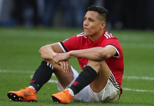 Sanchez không tạo ra được dấu ấn nào trong trận chung kết Cup FA. Ảnh: Reuters.