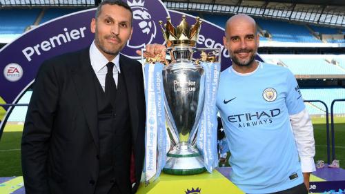 Chủ tịch Al Mubarak và HLV Pep Guardiola bên cạnh chức vô địch Ngoại hạng Anh. Ảnh:Sky Sports.