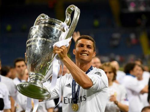 Ronaldo hướng tới chức vô địch châu Âu thứ năm trong sự nghiệp, thành tích giúp anh sánh ngang huyền thoại Alfredo di Stefano. Ảnh:AFP.