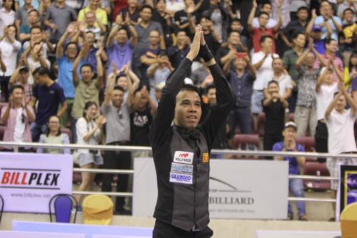 Khán giả Nhà thi đấu Nguyễn Du hân hoan với chức vô địch của Quyết Chiến. Ảnh: HCMWC.