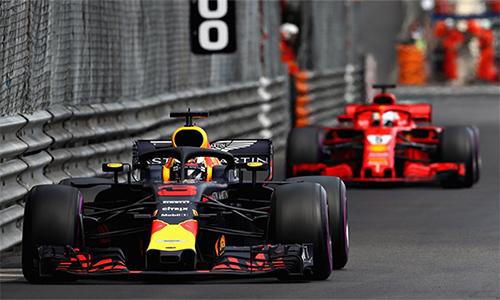 Ricciardo tận dụng lợi thế xuất phát đầu, chiến thuật một pit cùngđịa thế chật hẹp của đường đua để bảo toàn vị trí dẫn đầu tới khi về đích. Ảnh: F1.
