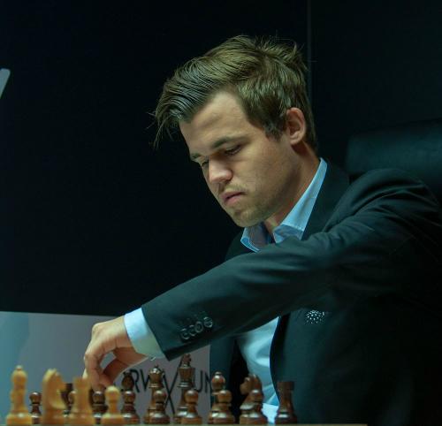 Kỳ thủ số một thế giới cũng có thể mắc sai lầm cơ bản khi thời gian gấp rút. Ảnh: Chess.com.