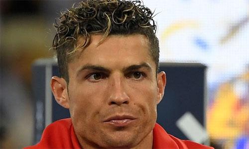 Ronaldo đang phủ một đám mây xung quanh tương lai. Ảnh: Reuters
