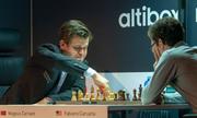Vua cờ Carlsen hạ Caruana nhờ 'nước cờ điên'