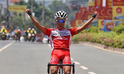 Nguyễn Văn Bình thắng chặng mở màn và cũng là tay đua thắng chặng cuối của giải. Ảnh: Văn Thuận.
