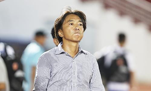 Dù trải qua chuỗi trận không tốt nhưng HLV Miura vẫn tự tin vào chiếc ghế của mình.Ảnh:Đức Đồng.