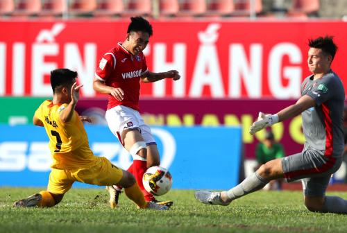 Trận derby Đông Bắc đã diễn ra hấp dẫn nhưng chỉ có một bàn thắng được ghi. Ảnh: Quang Minh.
