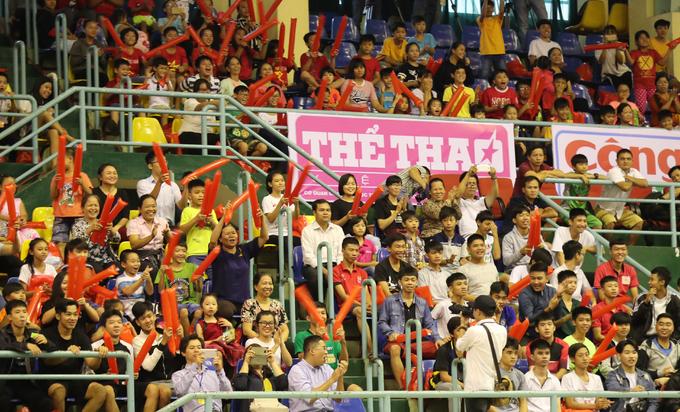 Gần 100 trẻ em lang thang, cơ nhỡ dự ngày hội bóng đá đặc biệt