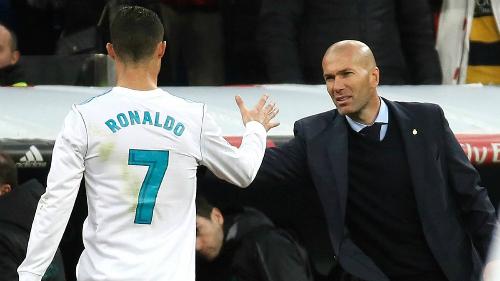 Ronaldo có thể theo bước Zidane rời Real. Ảnh: El Pais.