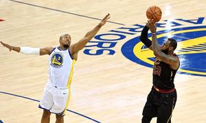 LeBron James ghi 51 điểm, Cavaliers vẫn thua game đầu chung kết NBA