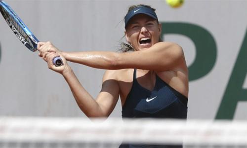 Sharapova tiếp tục có thêm một trận đấu khó khăn trong lần trở lại Roland Garros sau ba năm. Ảnh: AP.