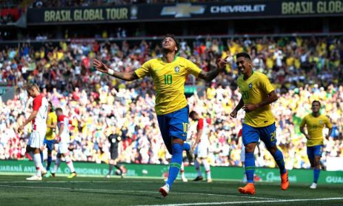 Neymar hạnh phúc với bàn thắng ngày trở lại. Ảnh:Rex.