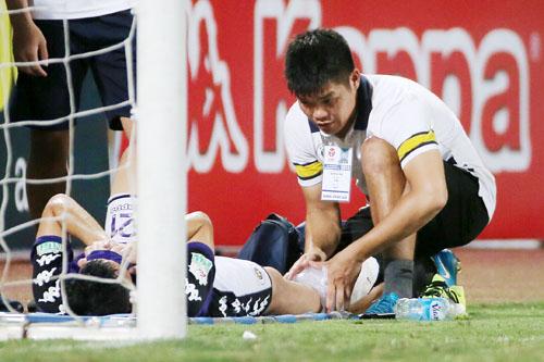 Chấn thương của Đình Trọng khiến HLV Chu Đình Nghiêm lo lắng.