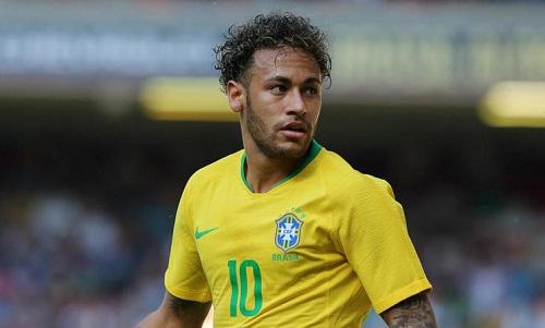 HLV Brazil mong Neymar sẽ không chịu áp lực từ những kỳ vọng của người hâm mộ. Ảnh: AFP.