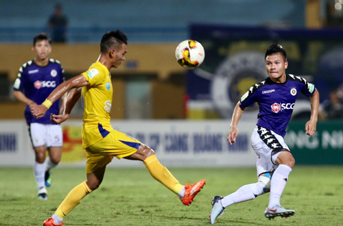 Quang Hải ghi một bàn đá phạt đẹp mắt trong chiến thắng 4-0 trước Khánh Hòa. Ảnh: Lâm Thỏa