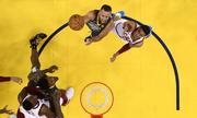 Curry lập kỷ lục, Warriors hạ Cavaliers trận thứ hai liên tiếp