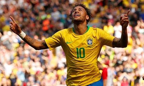 Neymar tự nhận không thể bắt kịp các huyền thoại của tuyển Brazil. Ảnh: Reuters.