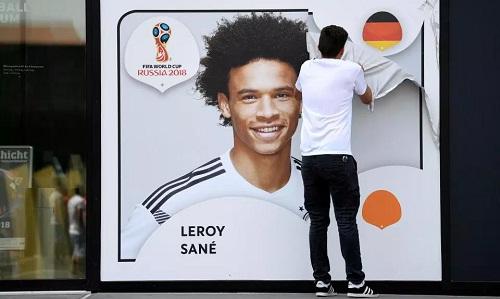 Sane được cho là tự cao khi tập trung cùng các tuyển thủ Đức khác. Ảnh: AP.